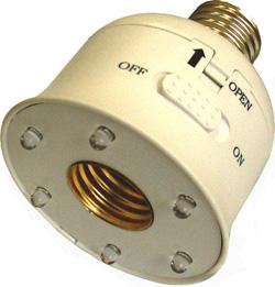 Патрон для лампы накаливания с системой аварийного освещения